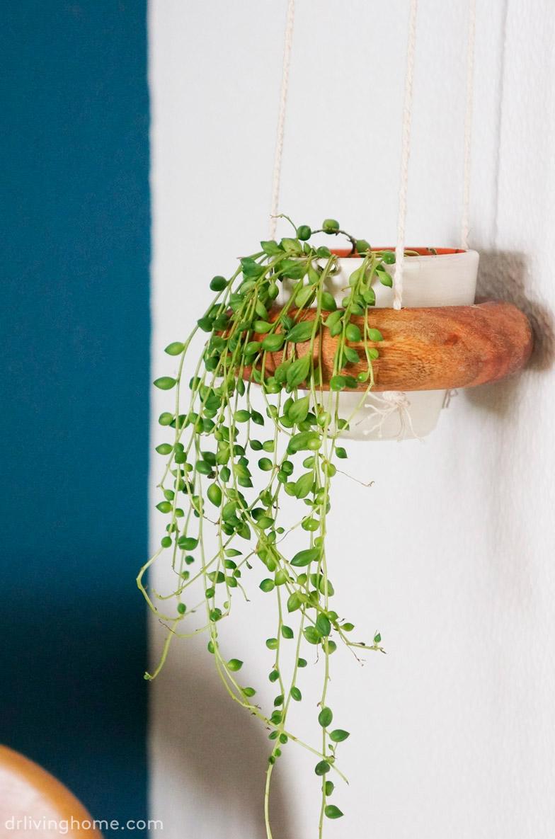 Diy maceteros colgantes con salvamanteles de ikea blog - Maceteros madera ikea ...