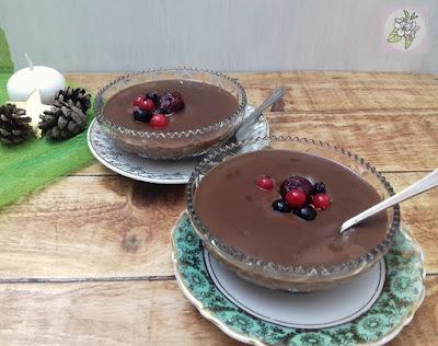 Crema Vegana de Chocolate y Frutos Rojos para Navidad.
