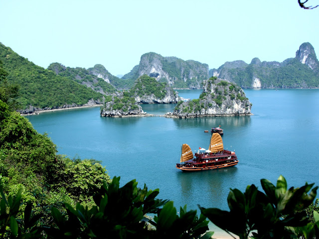 Argentinean newspaper hails Viet Nam's tourist attractions