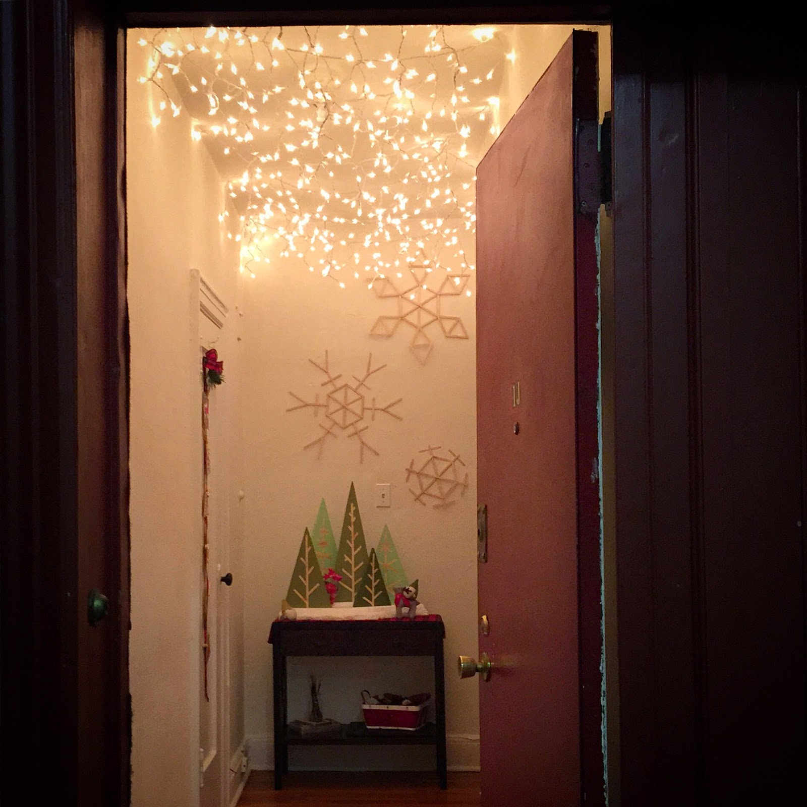 http://craftylumberjacks.blogspot.com/2014/12/walking-in-winter-wonder-hallway.html