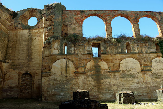 Puerta de los muertos del Monasterio de Moreruela
