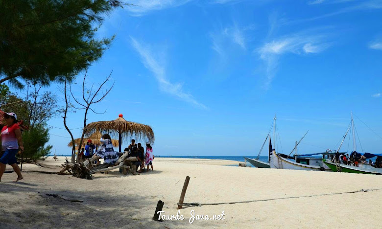 destinasi wisata pulau dan pantai gili labak madura