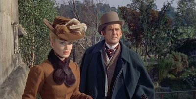 Jennifer Daniel y Ray Barrett / (1966) The Reptile