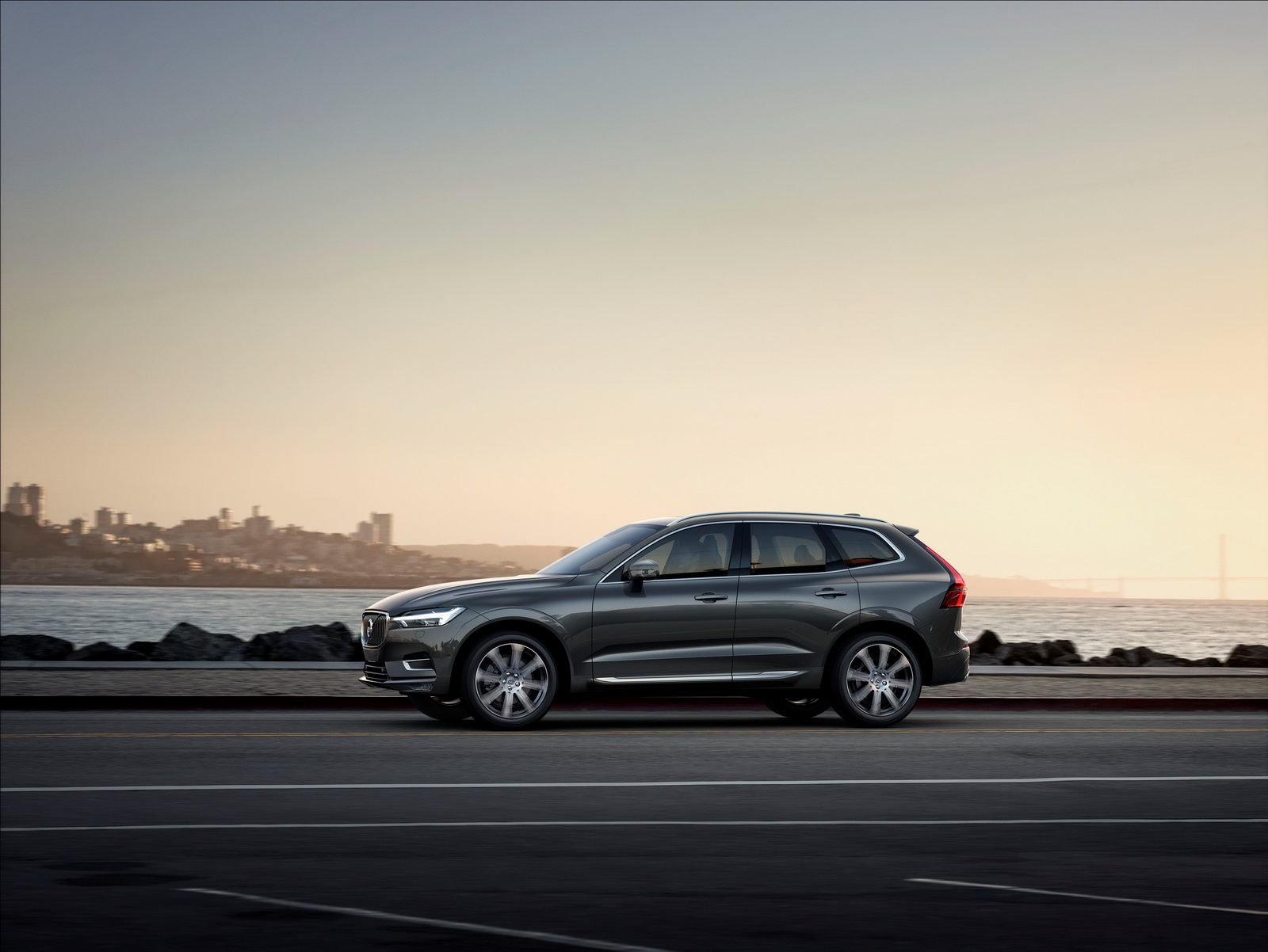 all new volvo xc60 priced from 37 205 in the uk. Black Bedroom Furniture Sets. Home Design Ideas