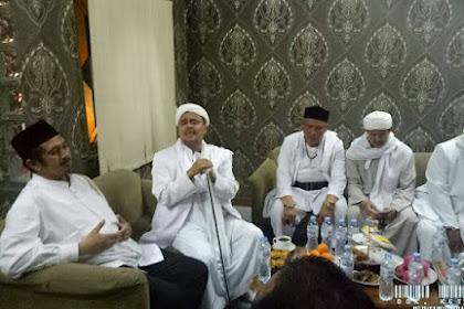 Bela Ulama Kita! Lihat Kekompakan para Ulama Dampingi Habib Rizieq Syihab di Polda Jabar Sangat Mengharukan