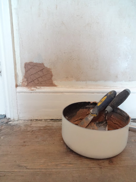 undercoat plaster on large holes