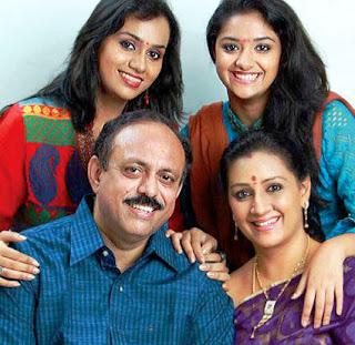 keerthy-suresh-family-photo-father-sureshkumar-mother-menaka-sister-revathi