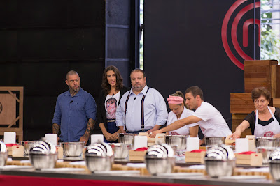Henrique  Fogaça, Paola Carosella e Eirick Jacquin conferem o desempenho dos candidatos - Divulgação/Band