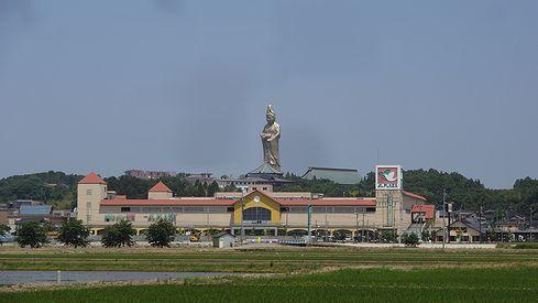 廃墟好き必訪!73mの巨大観音菩薩が度肝を抜く観音院加賀寺