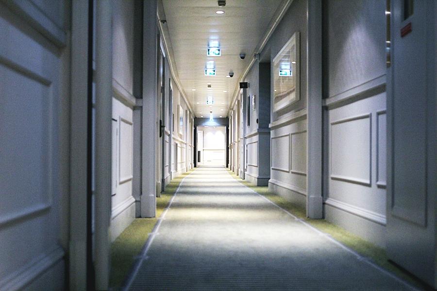 hilton hotel opera rooms hotelflur
