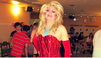 Celebra tu fiesta de cumpleaños con un show espectacular drag queen Gabrielle.