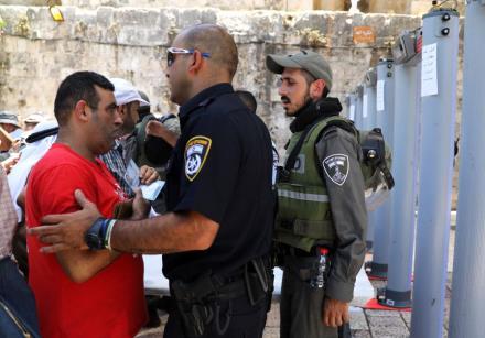 É crescente a tensão entre palestinos e policiais israelenses