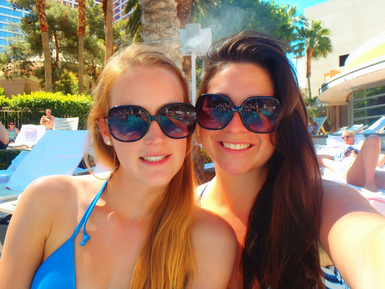 Girls pool selfie at Flamingo Las Vegas