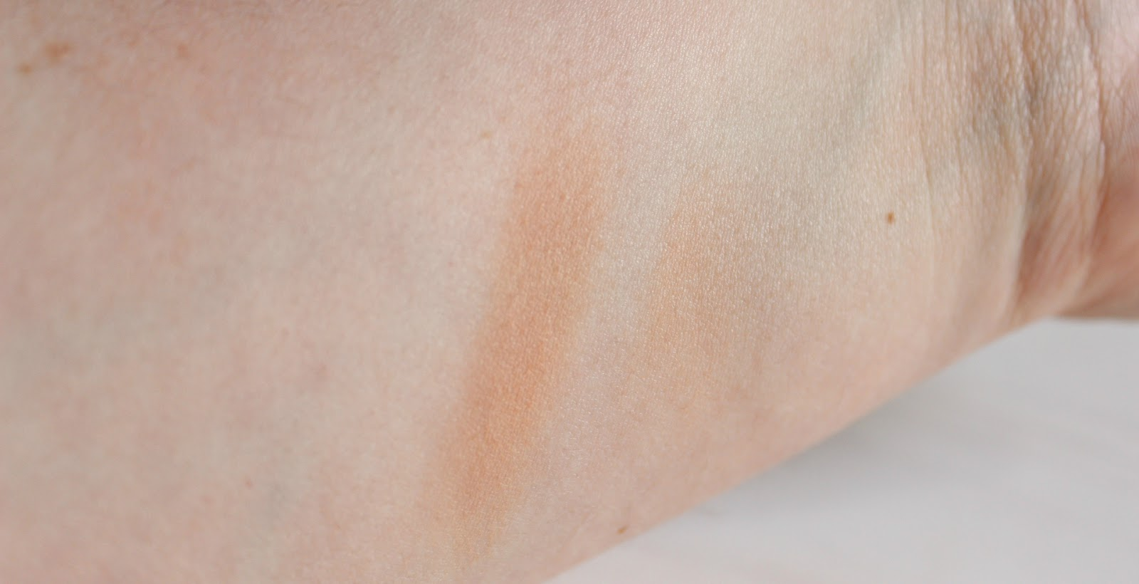 Urban Decay Beached Bronzer in Sunkissed  Swatch