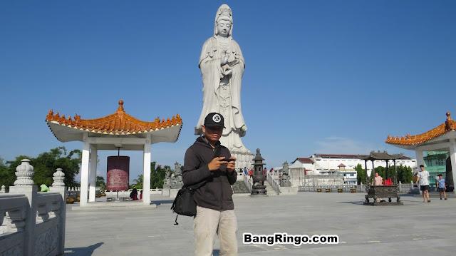 Patung Dewi Kwan Im di Pematang Siantar