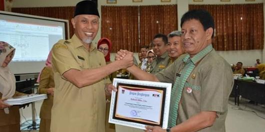 10 Pejabat Pemko Padang Terima Penghargaan LHKPN