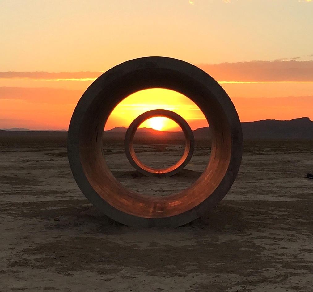 Exposition art blog sun tunnels nancy holt for What is a sun tunnel