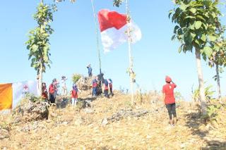 Pengibaran Bendera HUT RI 73 di Puncak Ngalang Widang