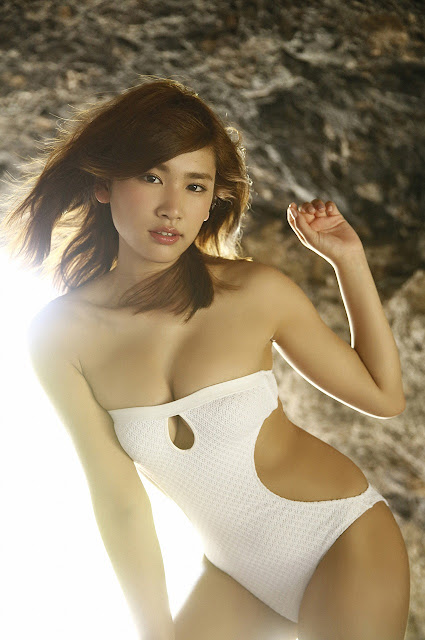 久松郁実 Hisamatsu Ikumi Sexy On Beach Images 10