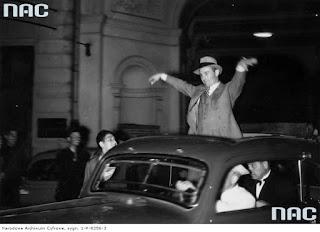 Jan Kiepura po koncercie w Teatrze Wielkim 1938