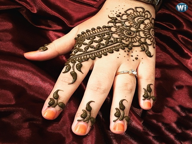 Simple Henna Design For Your Wrist And Finger Tips