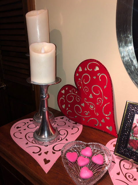 Ideas on how to decorate the interior of your home for Valentine's Day.