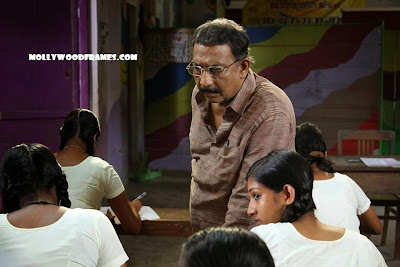 Nedumudi Venu in the movie Ottamandaram