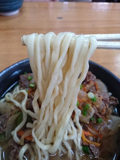 スタミナそばの麺の写真