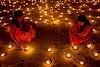 दिवाली: भारत में दिया के हिंदू त्यौहार के जसन्न मनाने के कई तरीके हैं