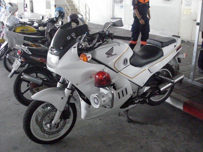 Спортивный мотоцикл полиции