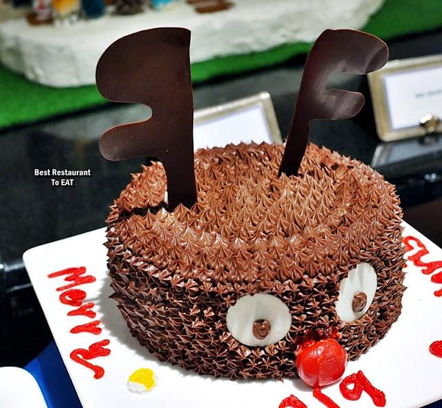Hotel Istana Kuala Lumpur Christmas Dessert Menu - Christmas Chocolate Cake