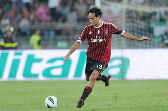 Người hâm mộ đã quen Alessandro Nesta với số áo 13.