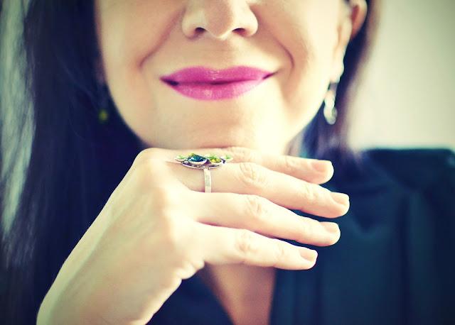 ROBÍME ĽUDÍ ŠŤASTNEJŠÍMI_Katharine-fashion is beautiful_Klenoty Hematit_Šperky_Katarína Jakubčová_Fashion blogger