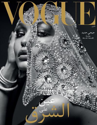 Model seksi Gigi Hadid tampil cantik berkerudung untuk majalah Vogue Arab