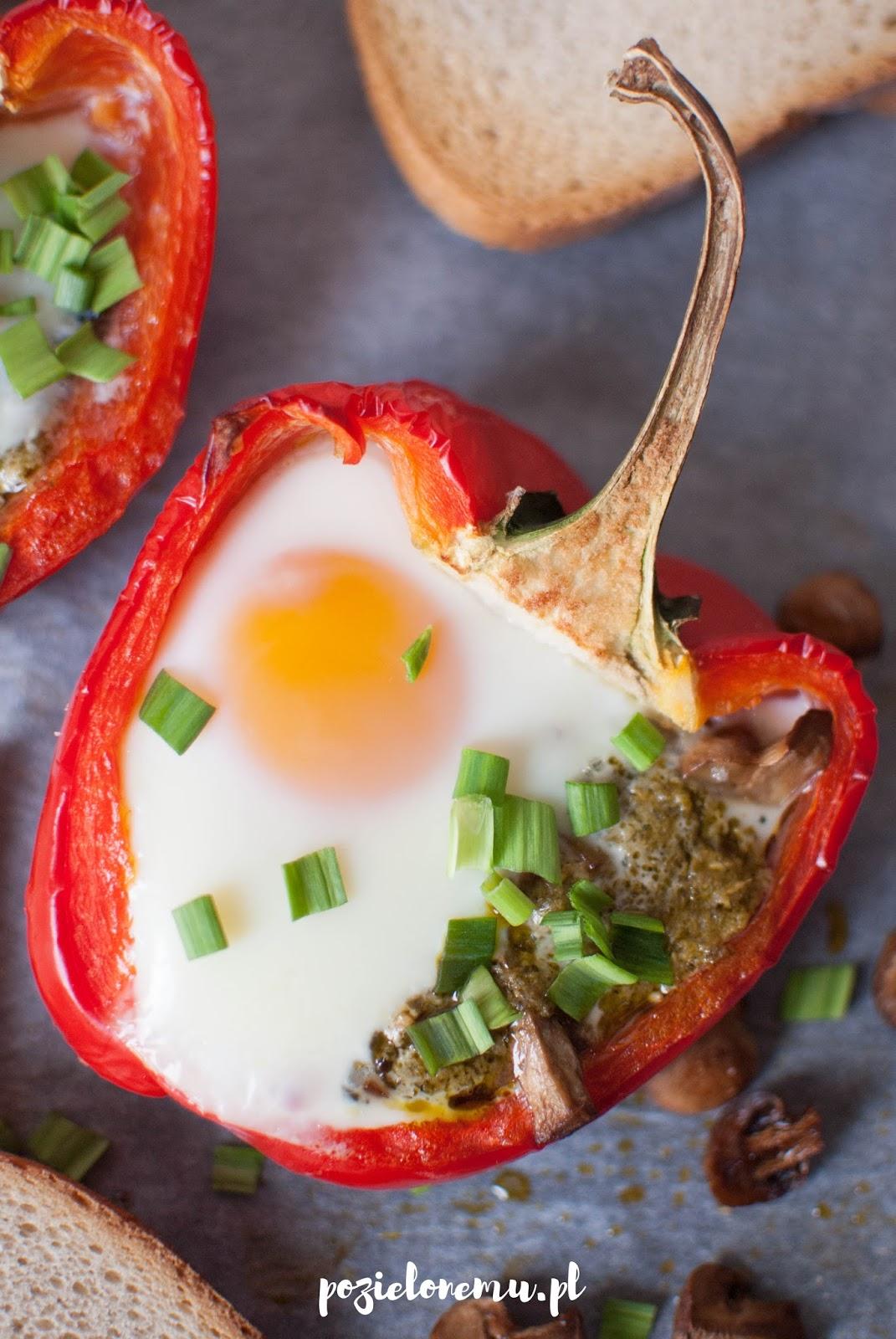 Jajka zapiekane w papryce