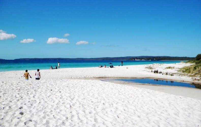 Wisata Bahari Pantai Pasir Putih Situbondo