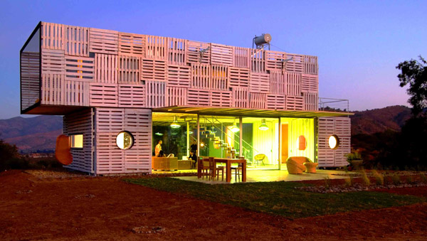 Shipping Container House with Dynamic Facade, Chile 20