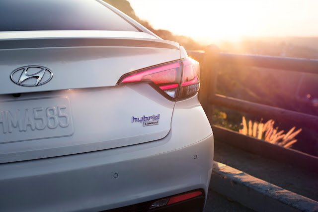 Rear view of 2016 Hyundai Sonata Hybrid Limited