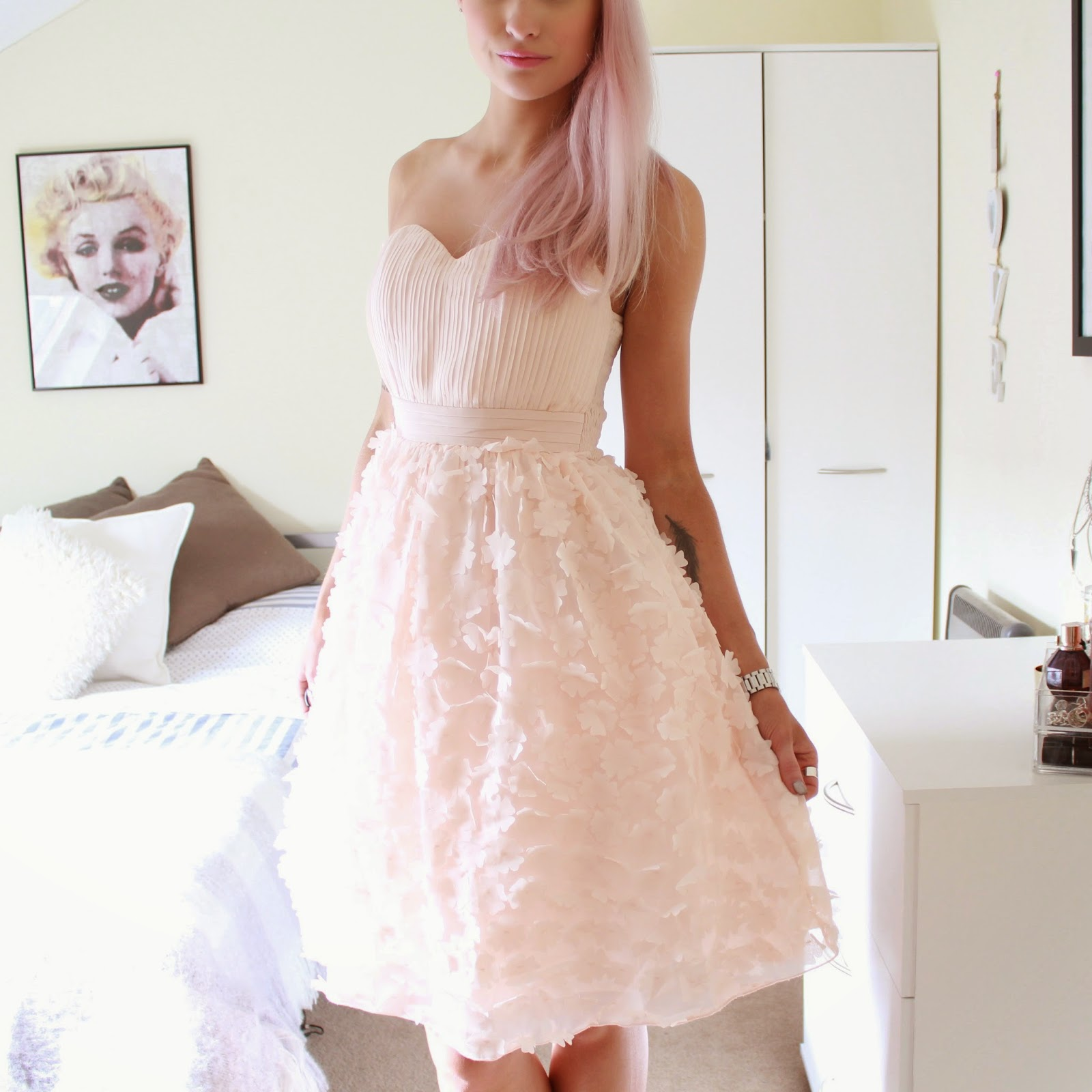 The Prettiest Dress in the World - Inthefrow