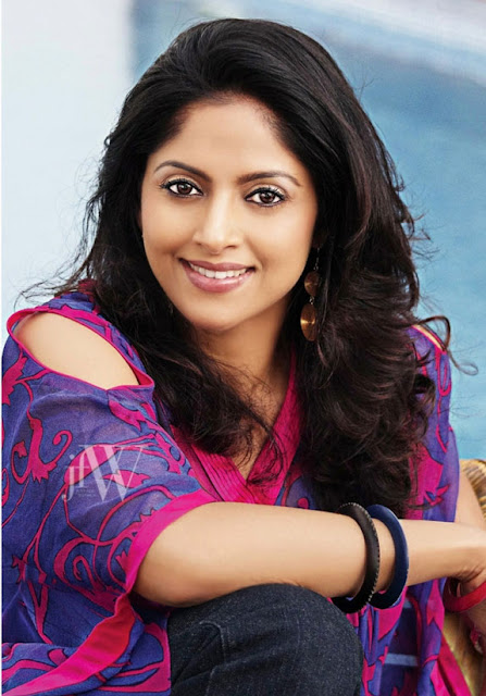 Nadhiya Auto Biography Family Photos