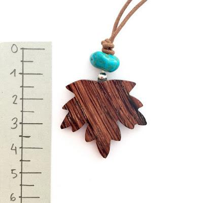 collar de madera artesanal
