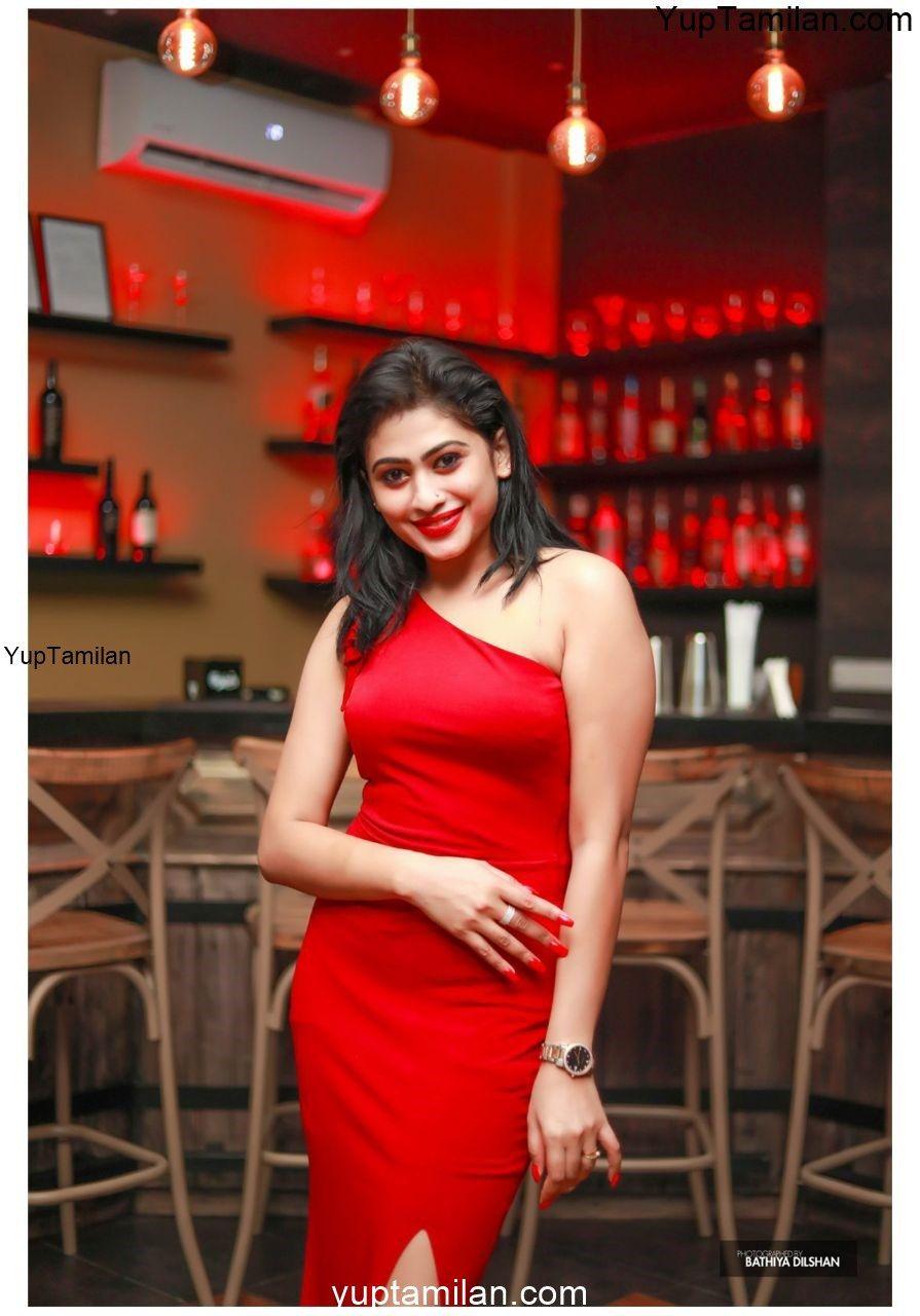 Piumi Hansamali Hot Cleavage Images- Glamour Pics