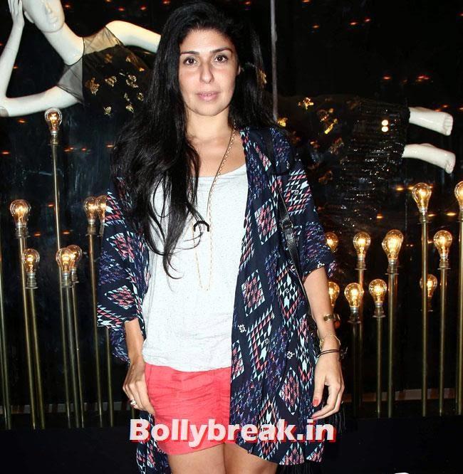 Reshma Merchant, Alia, Parineeti at Launch of Fashion Brand Diva`ni