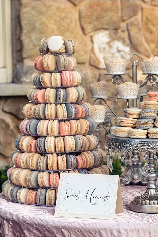 Makaroniki weselne, tort weselny z makaroników,  Tort weselny, przyjęcie weselne, wesele, słodki stół', słodkości na weselu, organizacja wesela, dekoracja stołu słodkiego, Inspiracje ślubne