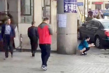 Woman Caught on Camera 'Pooing' on the Street in Front of Many People