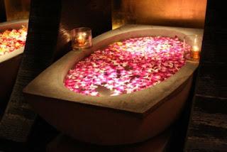 Significado de los Sueños: Soñar con Darse un Baño con Flores