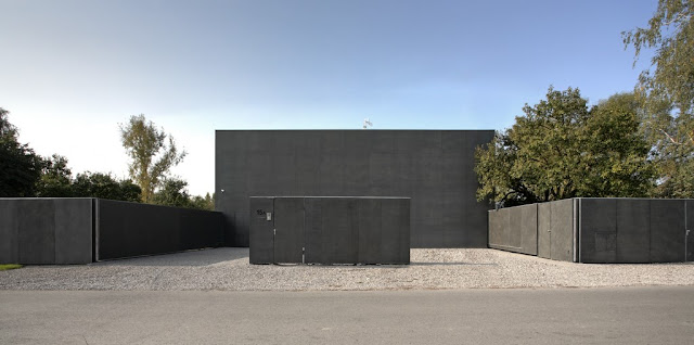 Photo of safest house with closed backyard walls