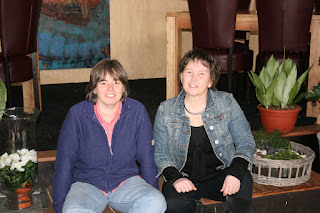photo of two friends Corina Duyn and Henneke Tiebosch in 2011