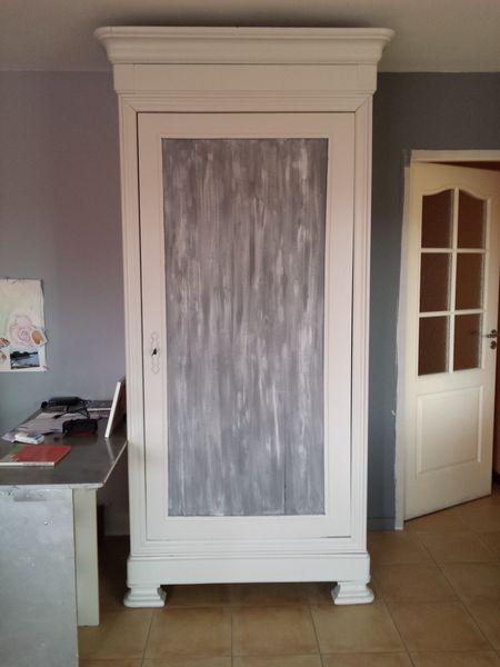 repeindre une vielle armoire en bois et peinture paillettes