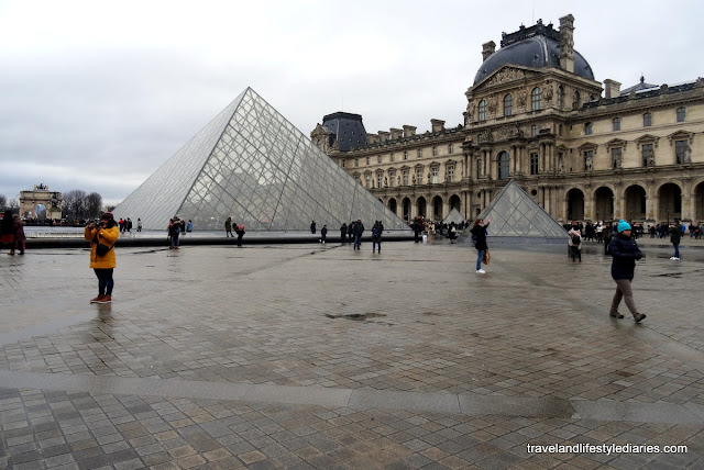 Sightseeing & Lunching Paris: Galerie Vero-Dodat, the Louvre, Angelina and Cafe du Pont Neuf